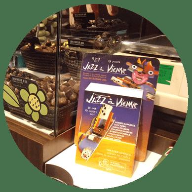 Dépose publicitaire de flyers, échantillons, dans les commerces de proximité