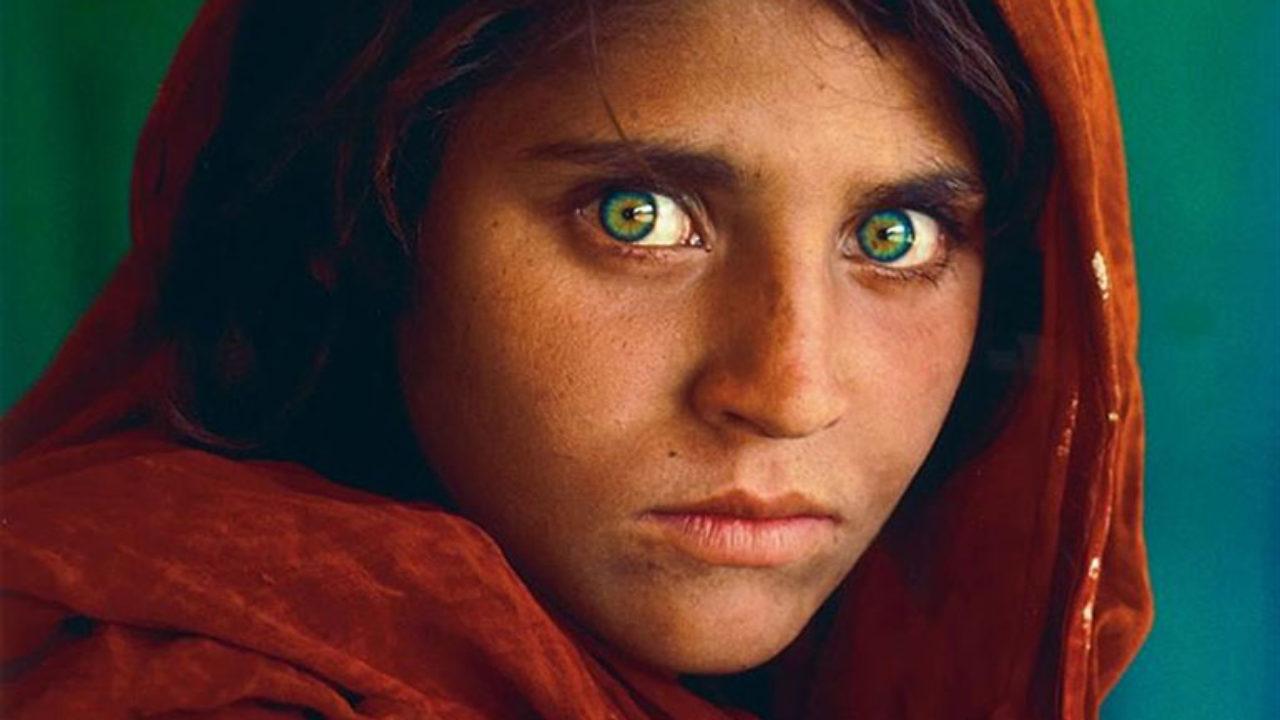 Sous-bocks personnalisés au visage de Sharbat Gula pour l'exposition de Steve  McCurry