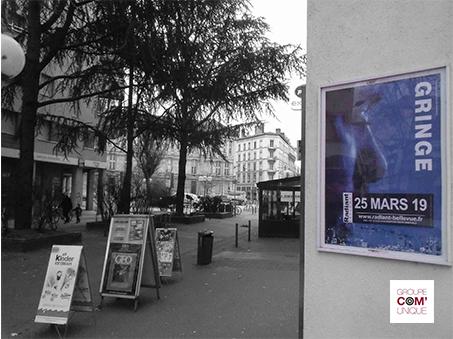 Promopiéton avec affiches A3 pour la promotion du concert de Gringe